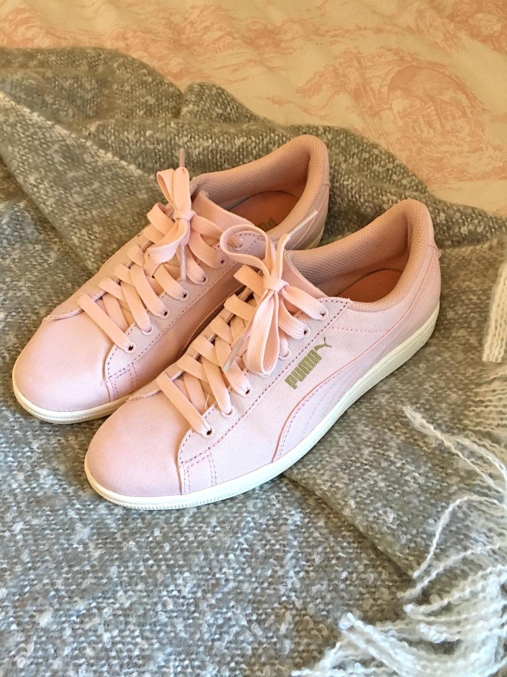 pinktrainers4.jpg